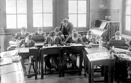 A class at a boys' school in 1933.
