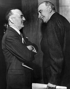 Senior US Treasury official, Harry Dexter White, (left) and economist, John Maynard Keynes, at Bretton Woods in 1944.