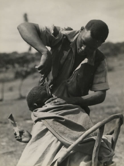 O'Amateur barber' among the workers on the coffee farm. Gethumbwini Estate, Thika (1945) - - Catalogue reference: CO1069/142