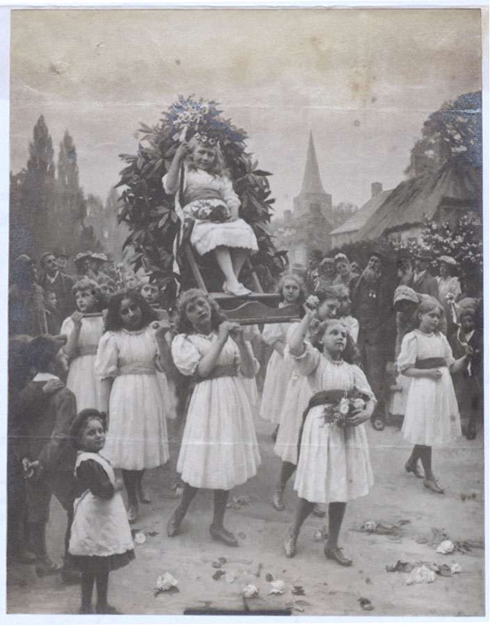Photograph showing the May Queen being carried in a raised chair by her attendant maidens, Nottingham, 5th May 1893 (COPY 1/108 f.178)