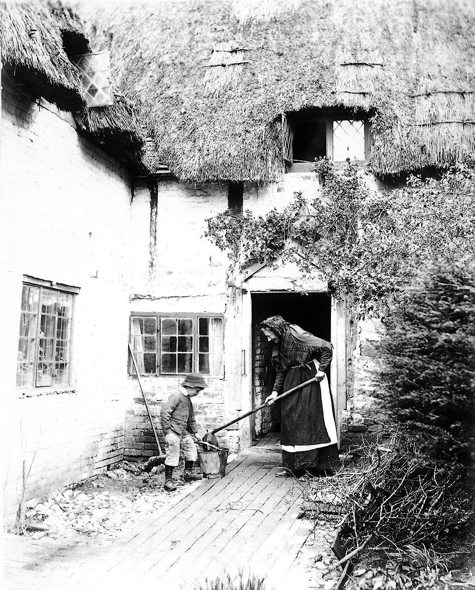 COPY1-420 Cottage at Itchen Abbas 1895
