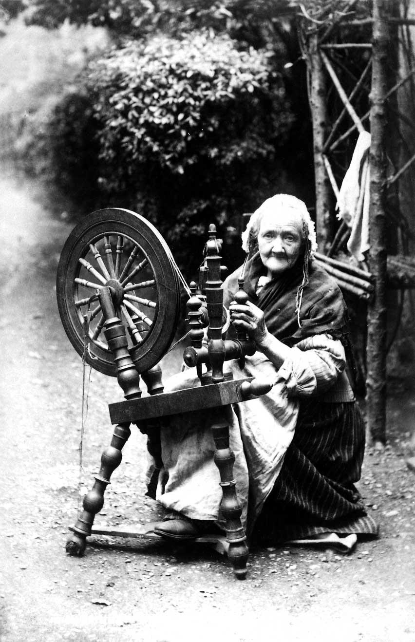 COPY1/497 Irish spinning wheel, 1906