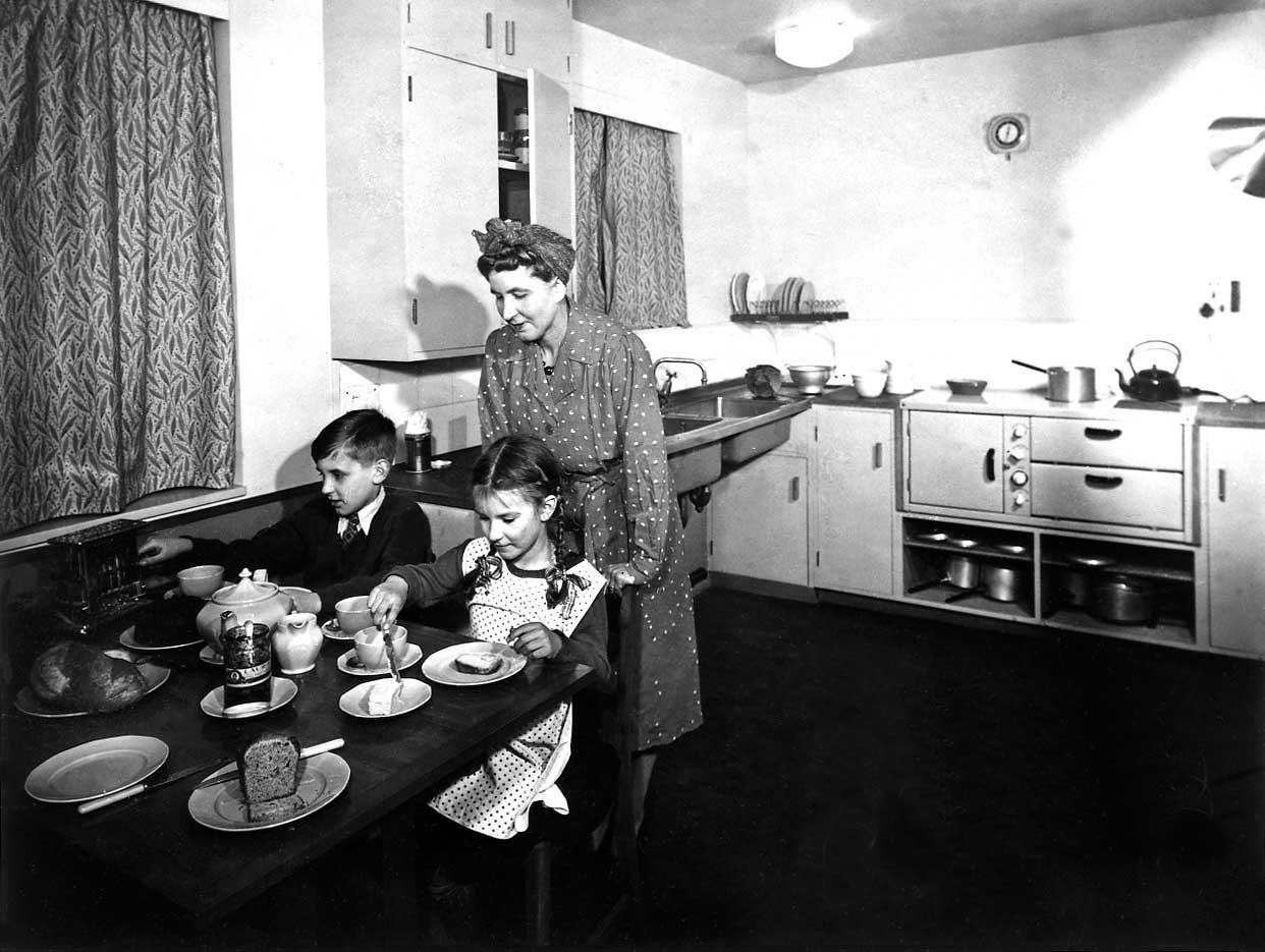 INF2/44/2685 Childrens' tea in a post-war kitchen, 1945
