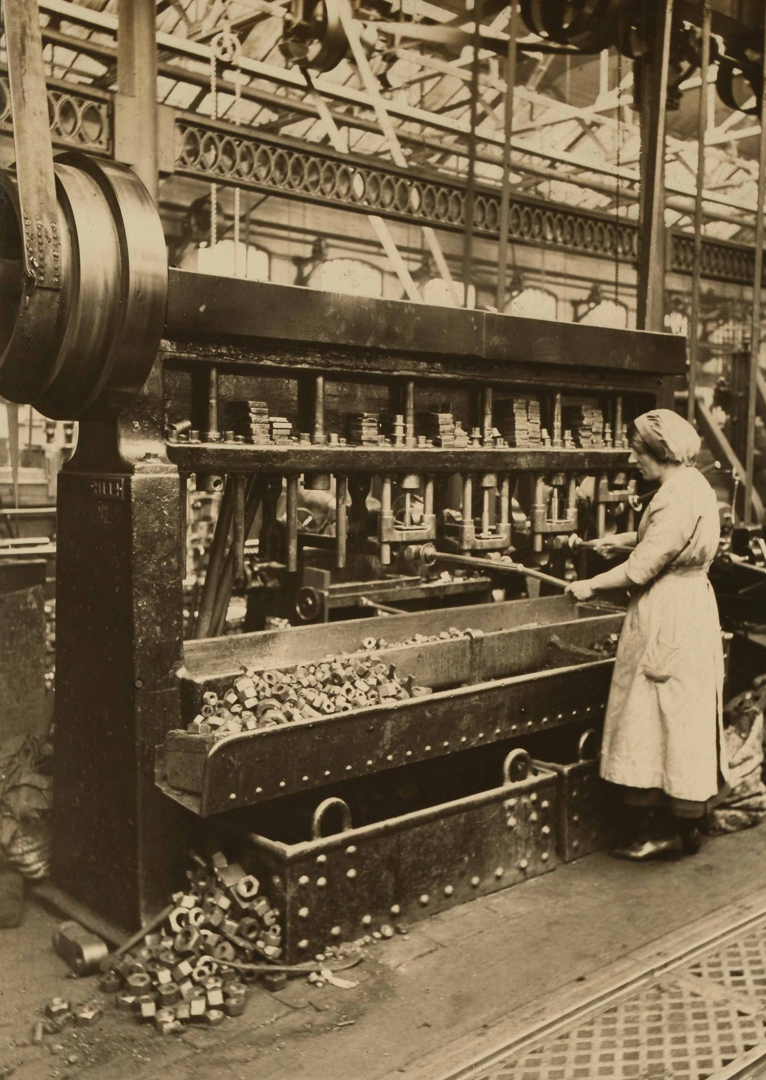 RAIL 343/725/14a Female workers on the Lancashire and Yorkshire Railway, machine shop, 1917