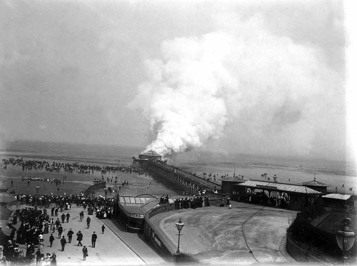 COPY1/463 Burning of Cleethorpes pier,1903