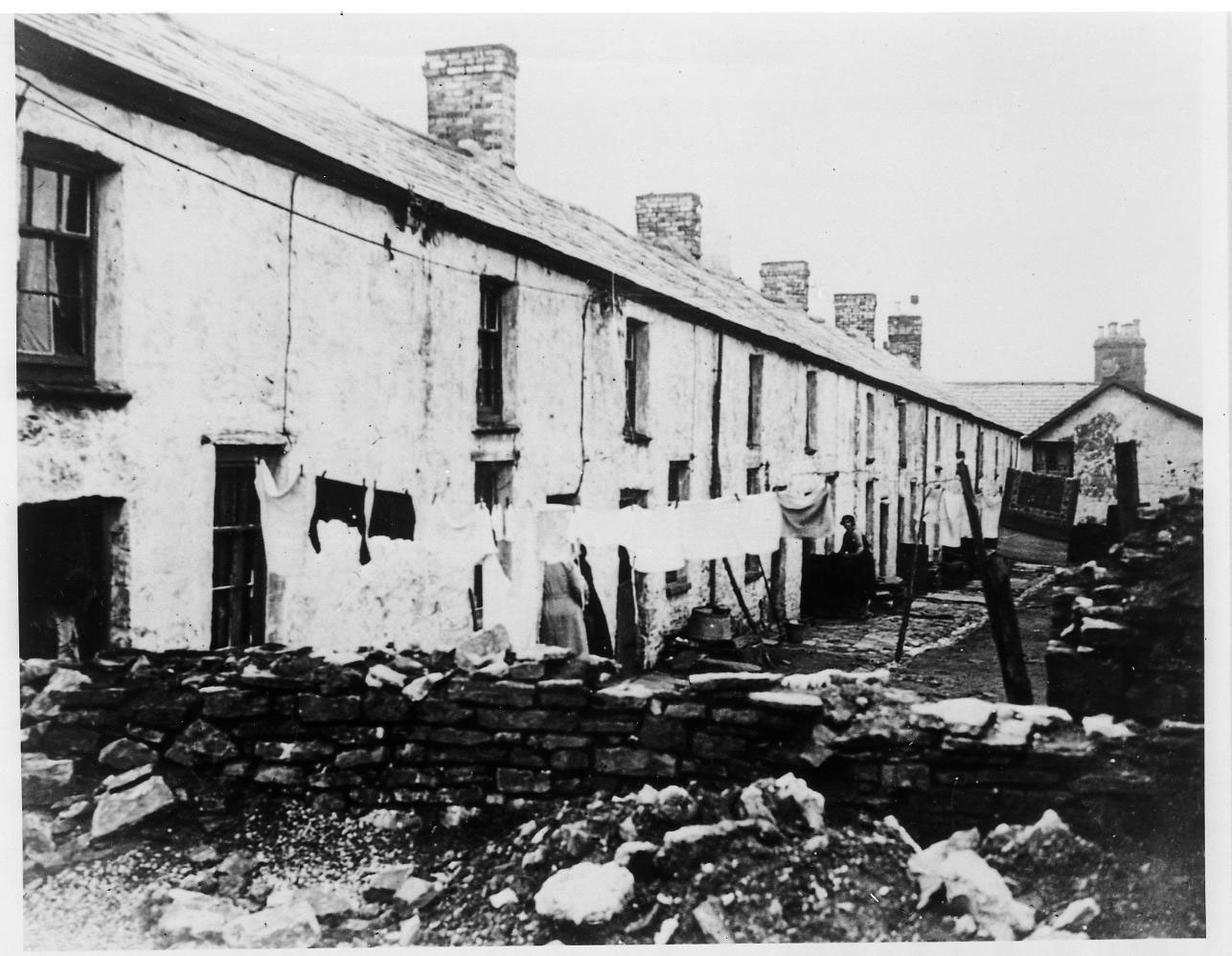 COAL80/2062/30 Housing-and-living-conditions