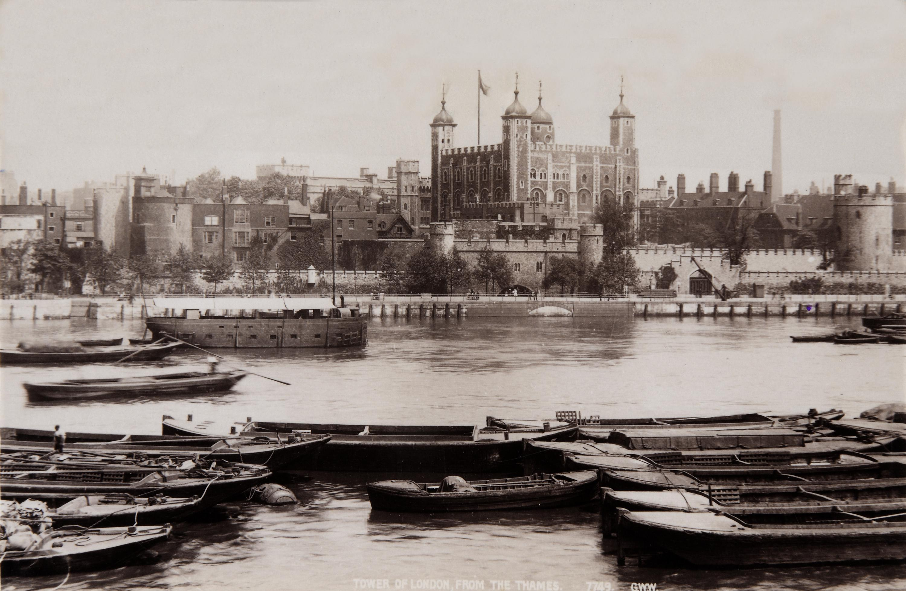 COPY1/450/353 Tower Of London with Barges 1901