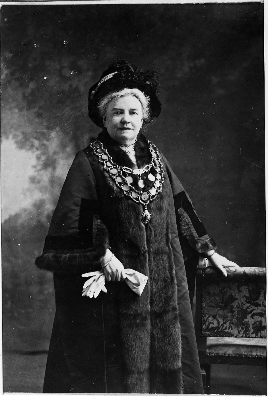 COPY1/552 Lady Mayor G S F Morgan 1910