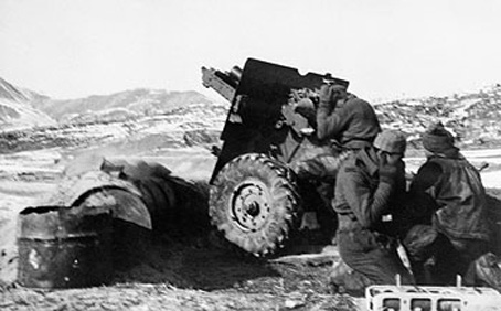 New Zealand soldiers on battlefield in Korea.