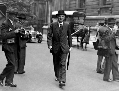 Members of Cabinet arrive at Downing Street in August 1932 to discuss the Ottawa Conference.