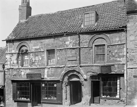 The Jew's House, Lincoln. Reproduced By permission of English Heritage.NMR