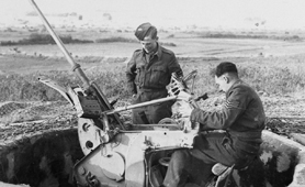 Photo of two soldiers with flak gun (Catalogue reference: DEFE 2/502)