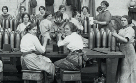 Photograph of women working in a munitions factory (Catalogue reference: MUN 4/185)