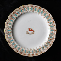 Wisteria pattern chinaware. A reproduction of a dinner plate designed for the White Star Line that would have been used in Titanic's 'à la carte' restaurant. Courtesy Peter Boyd-Smith/Cobwebs.