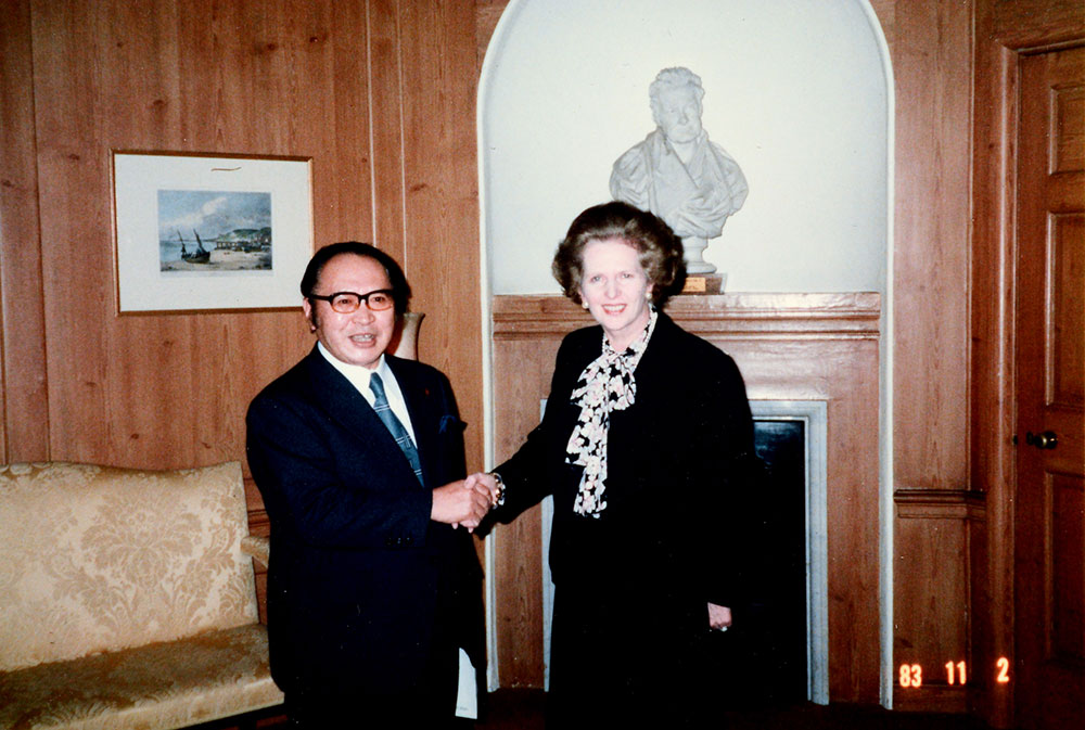 Margaret Thatcher shakes hands with Japanese MP Michio Watanabe during his visit to the UK in November 1983 (catalogue reference: PREM 19/1555)