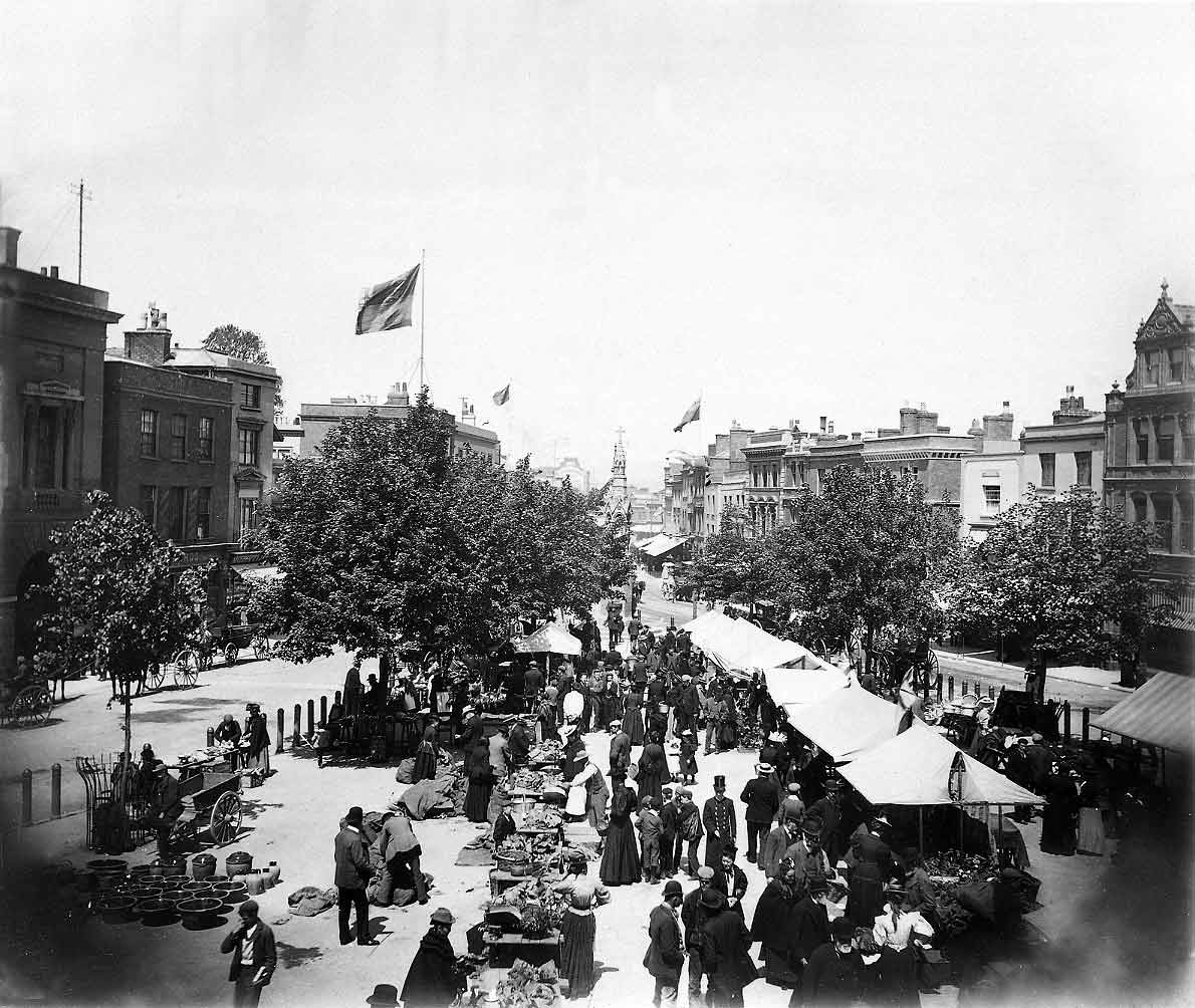 COPY1/454 Market day, Taunton, 1902