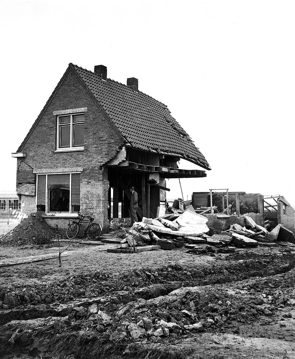 DSIR4-3628 Damage to structures by flood and gales during winter 1952-53 surveys, 1953-1954